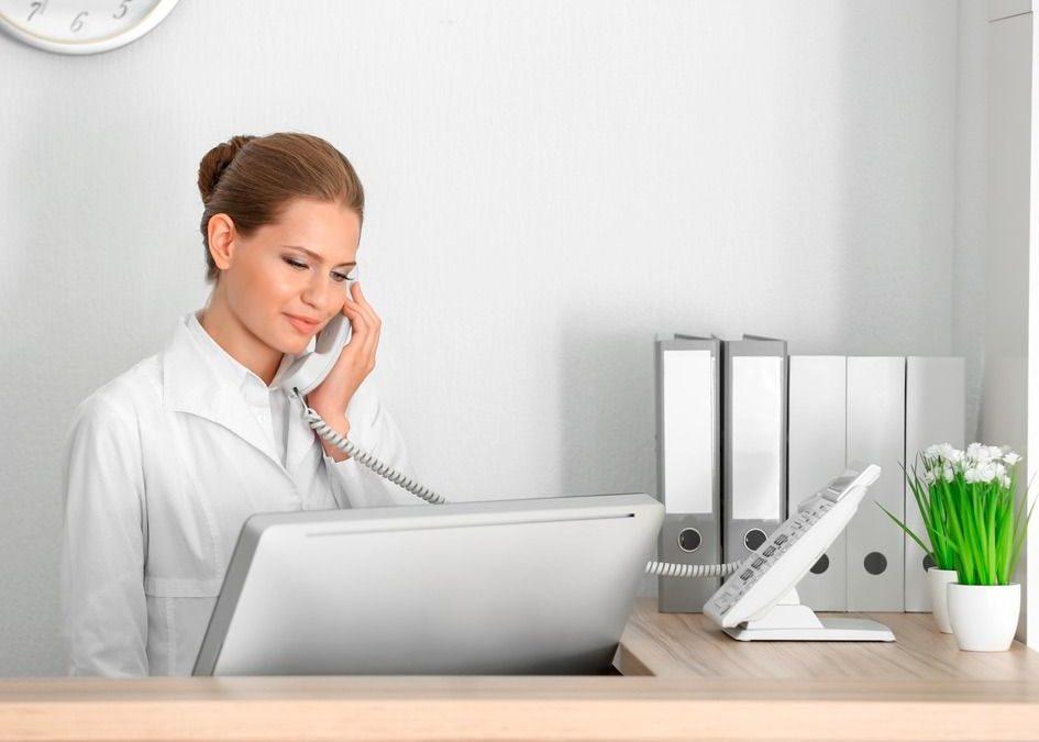 Mi trabajo es sentado pero dinámico, ¿cómo cuido mi postura?
